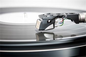 record-player-1149385_640.jpg